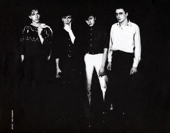 4 Fils en noir et blanc